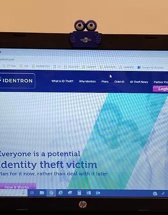 Identron-dennie-laptop